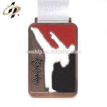 Trophée de karaté sportif en métal sur mesure et médaille avec cordon de sublimation
