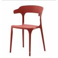 Garten des neuen Entwurfsplastikgartens, der Stuhl im Freien speist