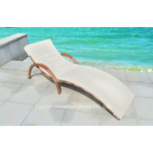 Salon en plein air en mousse avec bras en bois