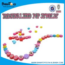 Hermosa joyas de plástico de perlas de plástico