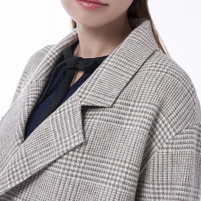 Beige double-breasted cashmere coat collar