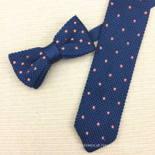Laço de confecção de malhas de seda ajustado do presente feito sob encomenda do homem com pontos do bordado