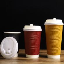 Пользовательские высококачественные одноразовые одноразовые бумажные кофейные чашки с крышками для приготовления капучино для горячего напитка на вынос с крышкой 16 унций