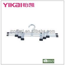 Хромированная металлическая вешалка с металлическими cilps
