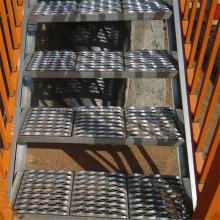 Placa antiderrapante perfurada do passo do metal / passo de escada