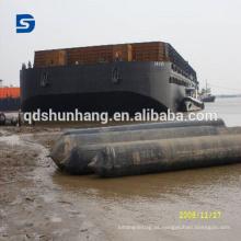 Bolsa a ar inflável do barco para o lançamento e o embarcadouro do navio