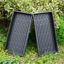 Plántulas hidropónicas que siembran bandejas plásticas para invernaderos