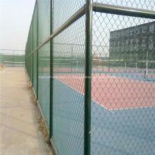 Barrière de mailles PVC verte pour terrain de sport