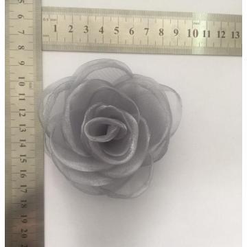Broche fleur gris avec tissu