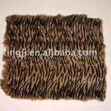 Teñido de piel de conejo tiger tiras de color conejo piel placa de piel