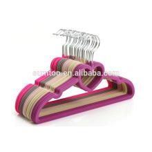individuelle, farbige Samt-Kleiderbügel