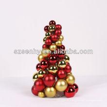 Cadeau suspendu en plein air Faites de l'arbre à boules de Noël