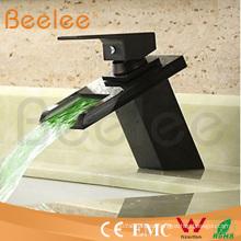 Mezclador de agua Ql140418bf del agua del lavabo de la sola manija del orbe negro hidráulico del nuevo LED LED