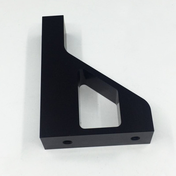 Usinage du support avant en aluminium anodisé noir
