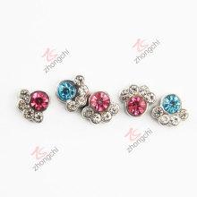 Маленькие красочные каменные металлические лапы (FC)