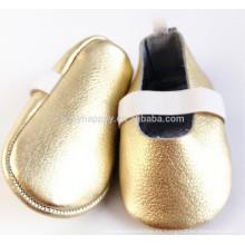 Zapato de cuero suave de la muchacha