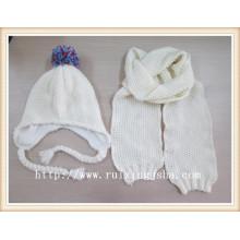 Women's White Knitted Hut und Schal Set