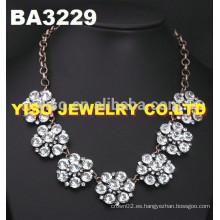 Collar de diamante de diseño simple