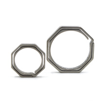Tragbarer achteckiger Titanring Custom Metall Schlüsselanhänger