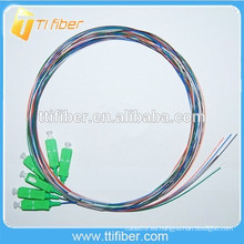 Colorido SC / APC fibra óptica Pigtail 0.9mm