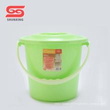 Balde de plástico de água portátil multi cor com tampa