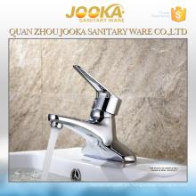 grifería moderna y elegante para fregadero de baño