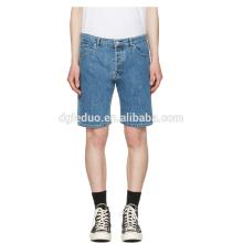 Pantalones cortos clásicos del dril de algodón lavados azules claros pantalones cortos al por mayor baratos de los vaqueros