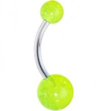 Resplandor de neón verde en el anillo en el ombligo oscuro