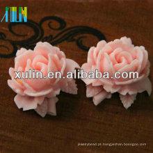 flor de resina rosa com contas de resina de folhas