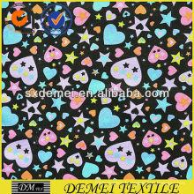 textile imprimé tapisserie tissu coeurs et étoiles