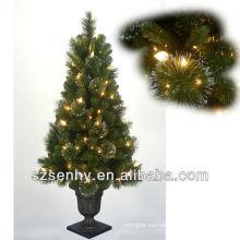 Nuevos árboles de navidad encendidos al aire libre de la ramita