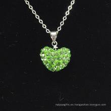 Venda al por mayor la arcilla cristalina verde Shamballa de la luz de la llegada de la nueva forma del corazón con el collar de las cadenas de plata