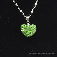 Оптовое сердце формы нового прибытия светло-зеленый кристалл глины Shamballa с серебряными цепочками ожерелье