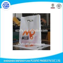 Bolsa de plástico para el embalaje de ropa con fuelle lateral