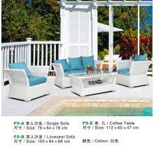 ротанга журнальный столик и диван в белом цвете