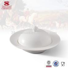 Grande porcelaine blanche servant des bols en céramique avec des couvercles
