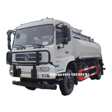 Camion à eau 4X4 avec installations de nettoyage de panneaux solaires