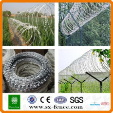 High quality cheap price razor barbed wire mesh fenc