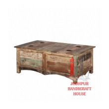 Ancienne table basse en détresse