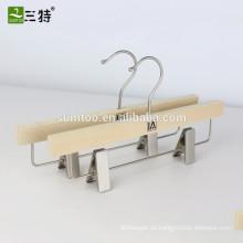 Marke Kinderhosenaufhänger aus Holz mit unteren Clips