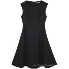Porter une robe de femme noire au genou