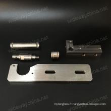 Pièces de usinage de tournage CNC en acier inoxydable de haute précision pour les produits résidentiels, petite quantité acceptée, livraison ponctuelle