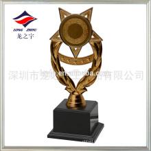 Copo troféu de plástico barato em bronze antigo