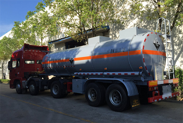 liquid caustic soda tank