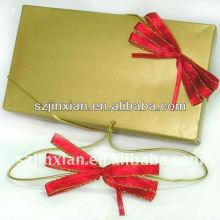 Petit arc rouge avec boucle extensible pour carte-cadeau