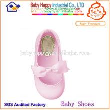 Zapatos rosados de la bailarina para los cabritos
