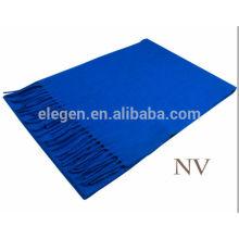 Bufanda de lana de color azul puro con flecos