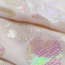 Venda direta da fábrica tecido bordado de chiffon rosa com lantejoulas metálicas brilhantes