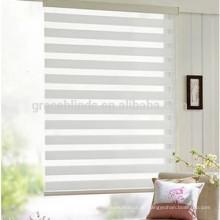 Подгоняйте прозрачные шторы нескольких цветов ткани