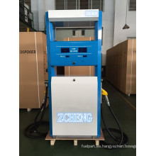 Zcheng llenando el dispensador doble del combustible de la bomba de la estación con la impresora del boleto